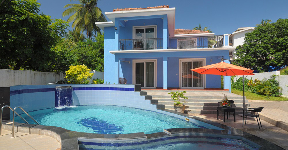 Villa candolim private luxury villas for exclusive rental in candolim goa villas having a for Guest house in goa with swimming pool
