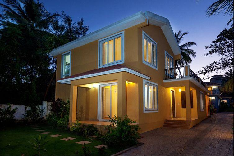 goa beach holidays goa bhk living room   Villa Candolim: Yellow Villa, Beautiful Goan Villa with ...
